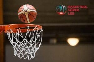 Basketboll på väg in i nät. Basketboll süper ligi.